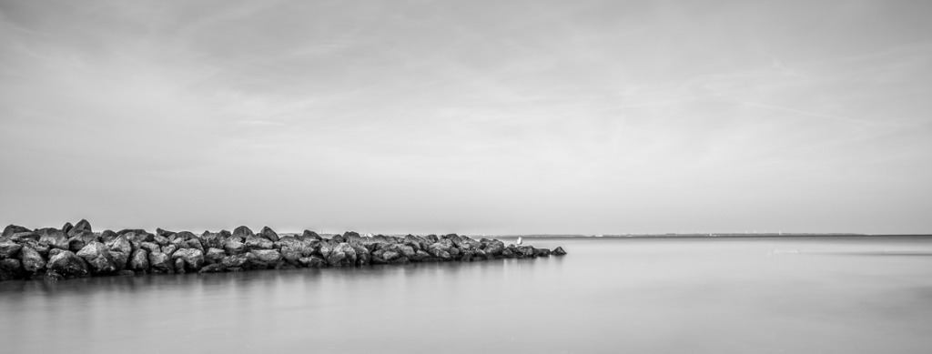 Ostsee Felsen gefiltert Schwarz Weiß